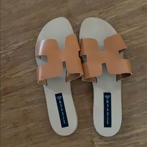 NEW Steve Madden Greece Leather H sandals